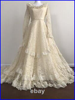 1950's Vintage Antique Styled Wedding Dress Tiered Lace Bridal Gown with Train