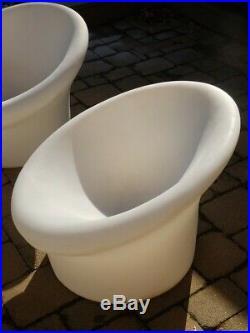 Vintage Mid Century Modern Pierre Paulin Style Plastic Mushroom Chairs Table Set